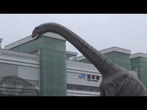 3月7日は何の日【JR福井駅】駅前に「恐竜広場」オープン