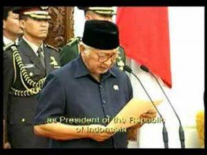 5月21日は何の日【インドネシア】スハルト大統領が辞任