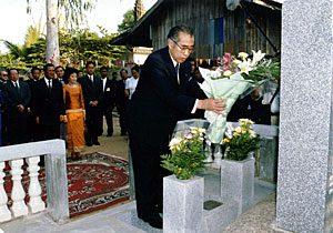 1月10日は何の日【小渕恵三首相】カンボジア入り