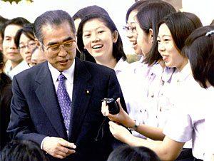 1月15日は何の日【小渕恵三首相】ASEAN歴訪から帰国