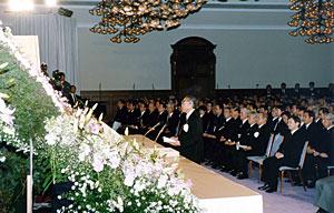 1月17日のできごと(何の日):小渕首相、阪神大震災追悼式に参列