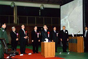 1月17日は何の日【小渕恵三首相】対人地雷の廃棄作業に立ち会う