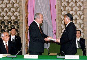 1月18日は何の日【21世紀懇談会】最終報告を小渕首相に提出