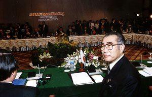 2月12日は何の日【小渕恵三首相】ASEAN首脳と会談