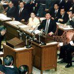 2月23日のできごと(何の日)【小渕恵三首相】財政より景気優先