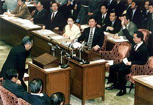 2月23日は何の日【小渕恵三首相】財政より景気優先