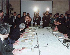 2月24日は何の日【小渕恵三首相】「ものづくり懇談会」開催