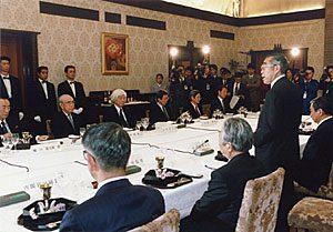 2月28日は何の日【小渕恵三首相】情報格差是正の必要性を強調