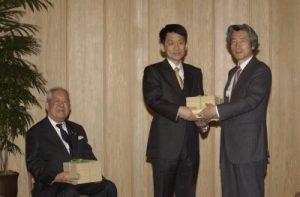 2月7日は何の日【小泉純一郎首相】ノーベル賞受賞者に感謝状
