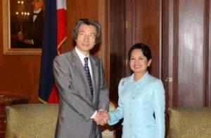 1月9日は何の日【小泉純一郎首相】フィリピン・アロヨ大統領と会談