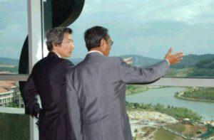 1月10日は何の日【小泉純一郎首相】マレーシア・マハティール首相と会談