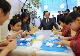 2月15日は何の日【福田康夫首相】事業所内保育所を視察