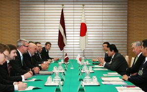 1月22日は何の日【麻生太郎首相】ラトビア共和国首相と会談