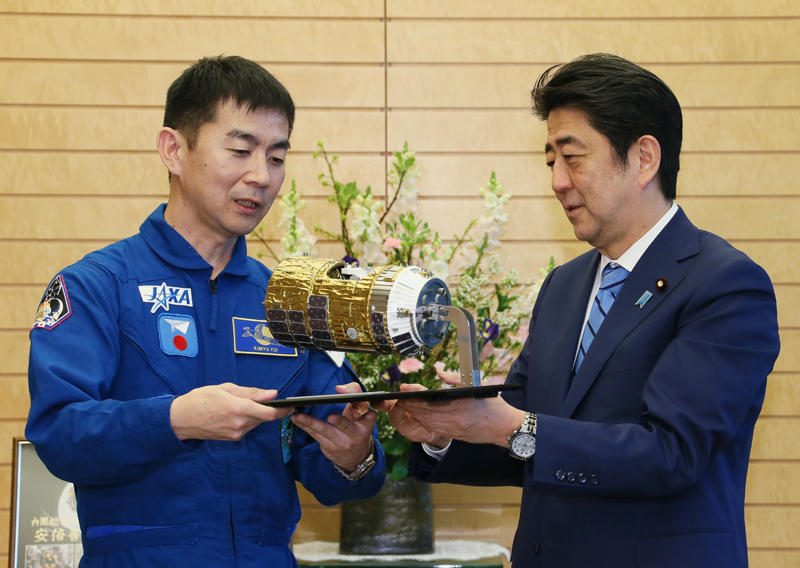 2月24日のできごと(何の日)【油井亀美也宇宙飛行士】安倍首相を表敬訪問