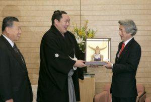 1月24日は何の日【小泉純一郎首相】朝青龍関を表彰