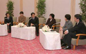 2月25日は何の日【安倍晋三首相】北朝鮮拉致被害者5人と面会