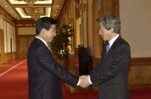 2月25日は何の日【小泉純一郎首相】韓国・盧武鉉新大統領と会談