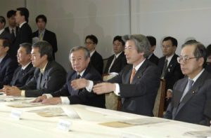 2月27日は何の日【小泉純一郎首相】構造改革特別区域推進本部を開催