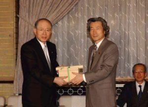 1月29日は何の日【小泉純一郎首相】名大・野依良治教授に感謝状