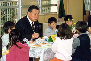 2月1日は何の日【森喜朗首相】小学校を視察