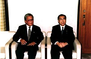 9月3日のできごと(何の日)【小渕恵三首相】パラオ・ナカムラ大統領と会談