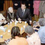5月26日のできごと【森喜朗首相】高齢者施設を視察