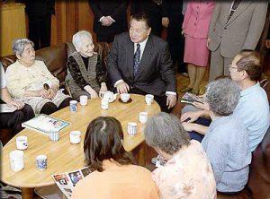 5月26日は何の日【森喜朗首相】高齢者施設を視察