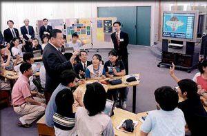 6月6日は何の日【森喜朗首相】情報教育の現場を視察
