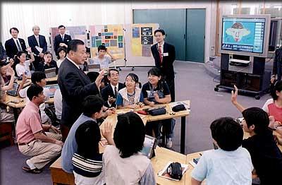 6月6日のできごと(何の日)【森喜朗首相】情報教育の現場を視察