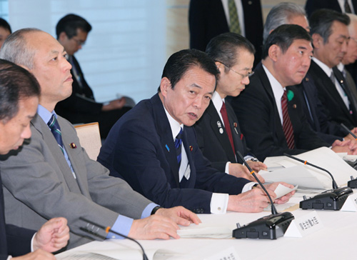 5月1日のできごと(何の日)【麻生太郎首相】新型インフルエンザ対策本部会合に出席