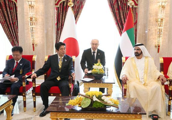 5月2日のできごと(何の日)【安倍晋三首相】UAE・ムハンマド副大統領と会談