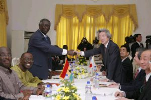 5月2日は何の日【小泉純一郎首相】ガーナ・クフォー大統領と会談