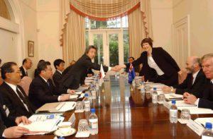 5月2日は何の日【小泉純一郎首相】NZ首相と会談