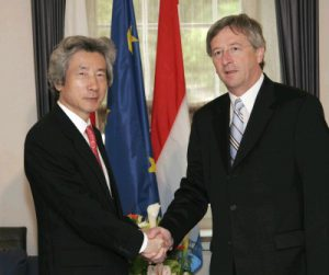 5月2日は何の日【小泉純一郎首相】ルクセンブルク首相と会談