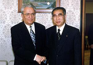 3月6日のできごと(何の日)【小渕恵三首相】タジキスタン外相と会談