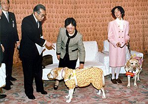 3月9日は何の日【小渕恵三首相】日本盲人社会福祉施設協議会の代表が表敬訪問