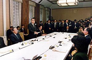 3月10日のできごと(何の日)【小渕恵三首相】民間資金等活用事業推進委員会を開催