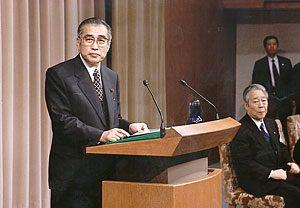 3月17日は何の日【小渕恵三首相】景気回復に全力