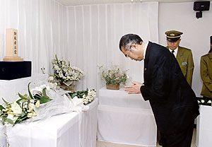 3月20日は何の日【小渕恵三首相】地下鉄サリン事件犠牲者に献花