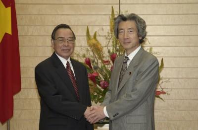 6月4日のできごと(何の日)【小泉純一郎首相】ベトナム首相と会談