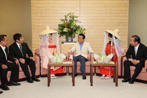 6月5日のできごと(何の日)【麻生太郎首相】梅娘表敬に「お酌がいるな」