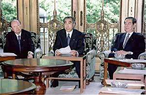6月11日のできごと(何の日)【小渕恵三首相】「国民の雇用不安を払しょく」