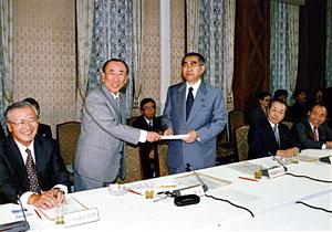 6月16日のできごと(何の日)【経済戦略会議】小渕首相に最終答申を提出