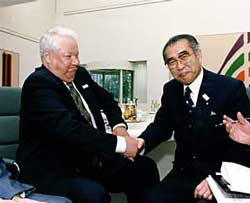 6月20日のできごと(何の日)【小渕恵三首相】ロシア・エリツィン大統領と会談