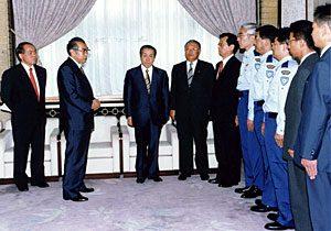 6月30日は何の日【小渕恵三首相】東ティモール派遣国際平和協力隊員を激励