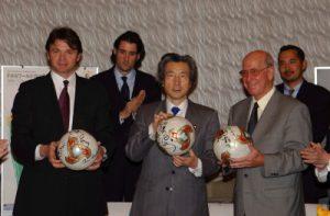 3月8日は何の日【小泉純一郎首相】FIFAワールドカップトロフィーツアー出発式に出席