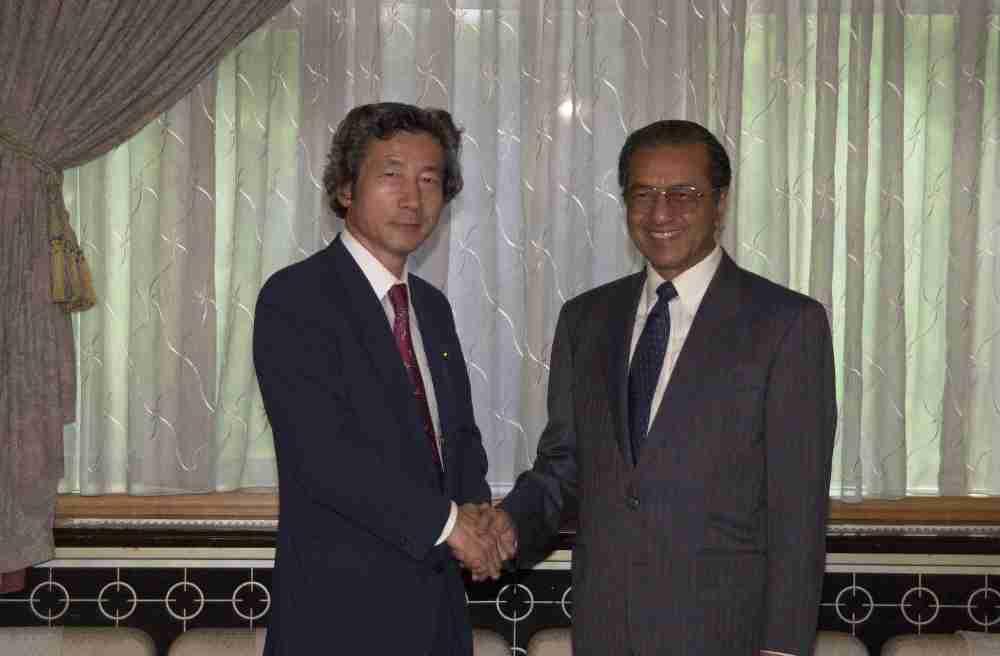 6月8日のできごと(何の日)【小泉純一郎首相】マレーシア・マハティール首相と会談
