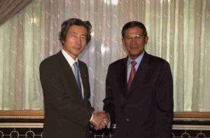 6月12日は何の日【小泉純一郎首相】カンボジア首相と会談