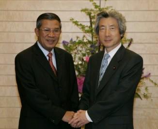 5月12日のできごと【小泉純一郎首相】カンボジア首相と会談