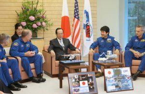 5月13日は何の日【土井隆雄宇宙飛行士】福田首相を表敬訪問
